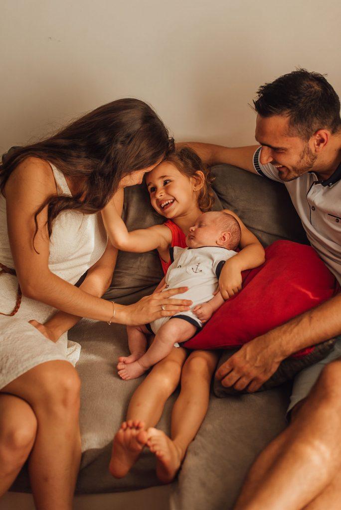 famille-avec-nouveau-né